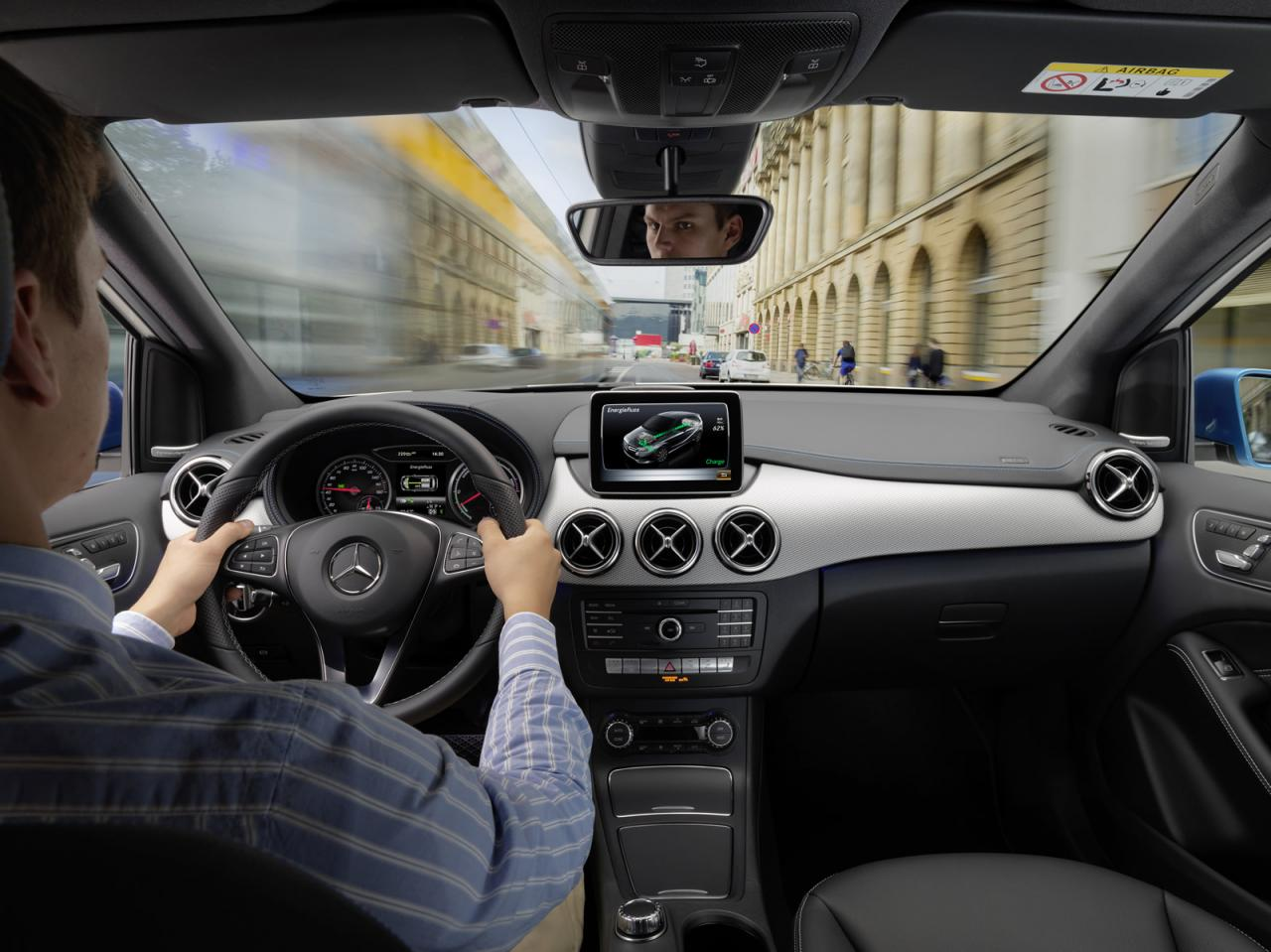 2015 mercedes benz b class revealed with mild updates for Mercedes benz collision prevention assist
