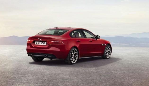 Jaguar XE-back