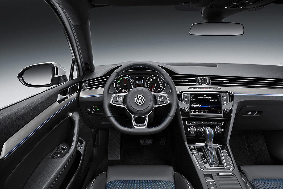 Volkswagen passat gte plug in hybrid revealed arrives for Volkswagen passat interior