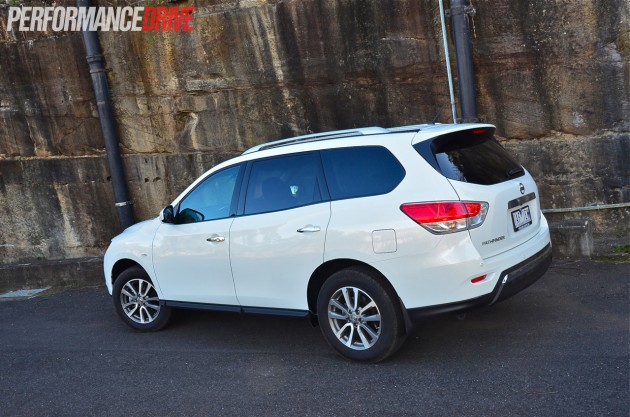 2014 Nissan Pathfinder ST 2WD V6 exterior rear