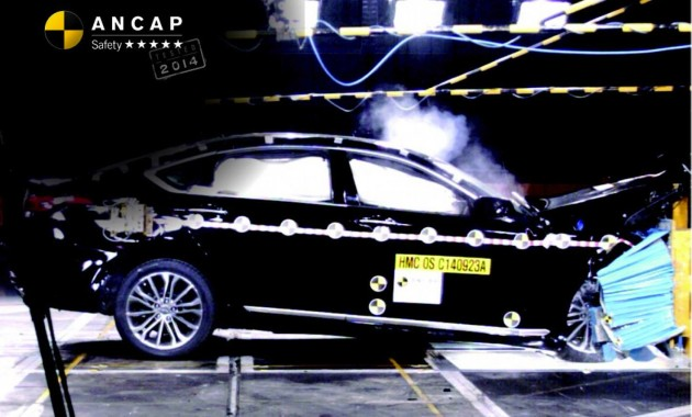 2015 Hyundai Genesis crash test ANCAP