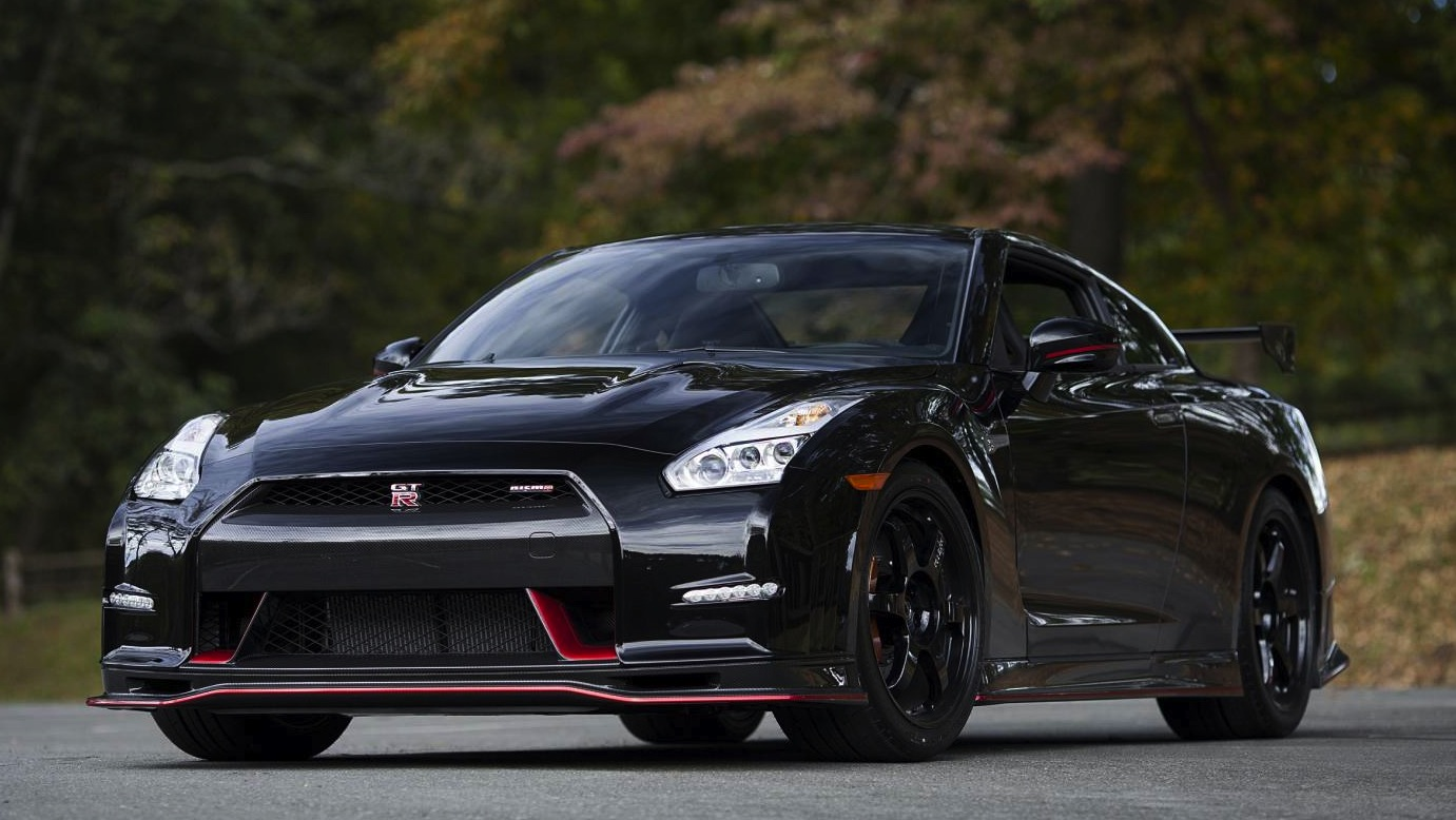 first 2015 nissan gt r nismo delivered to us customer performancedrive. Black Bedroom Furniture Sets. Home Design Ideas