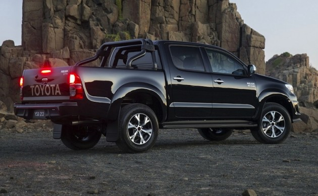2015 Toyota HiLux Black side