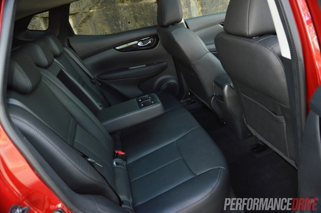 2014 Nissan QASHQAI TL-rear seats