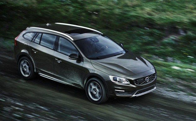 2015 Volvo V60 Cross Country-dirt