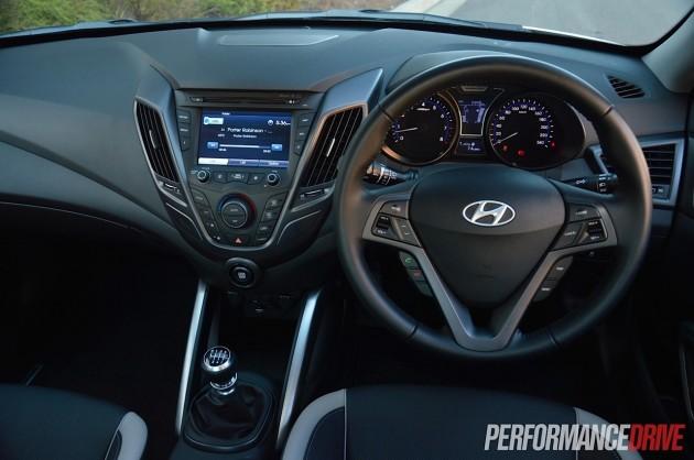2014 Hyundai Veloster SR Turbo-dash