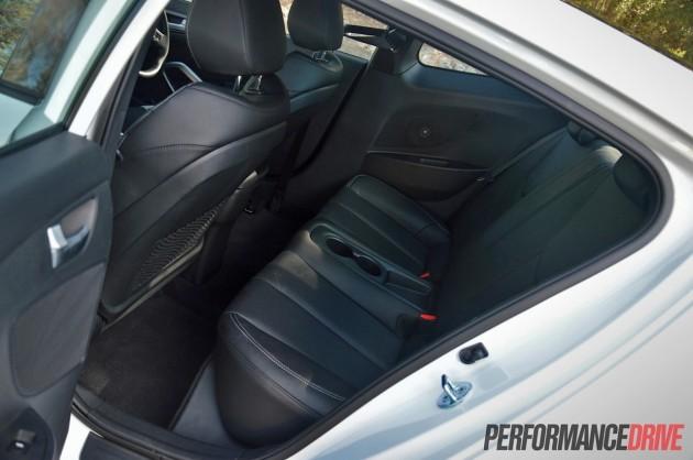 2014 Hyundai Veloster SR Turbo-rear seats