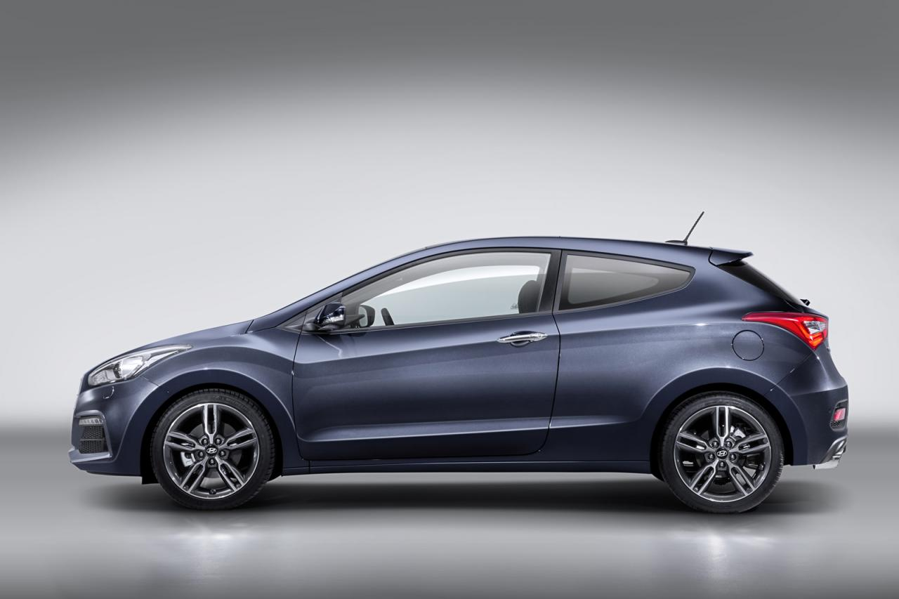 2015 hyundai i30 turbo revealed along with range update performancedrive. Black Bedroom Furniture Sets. Home Design Ideas