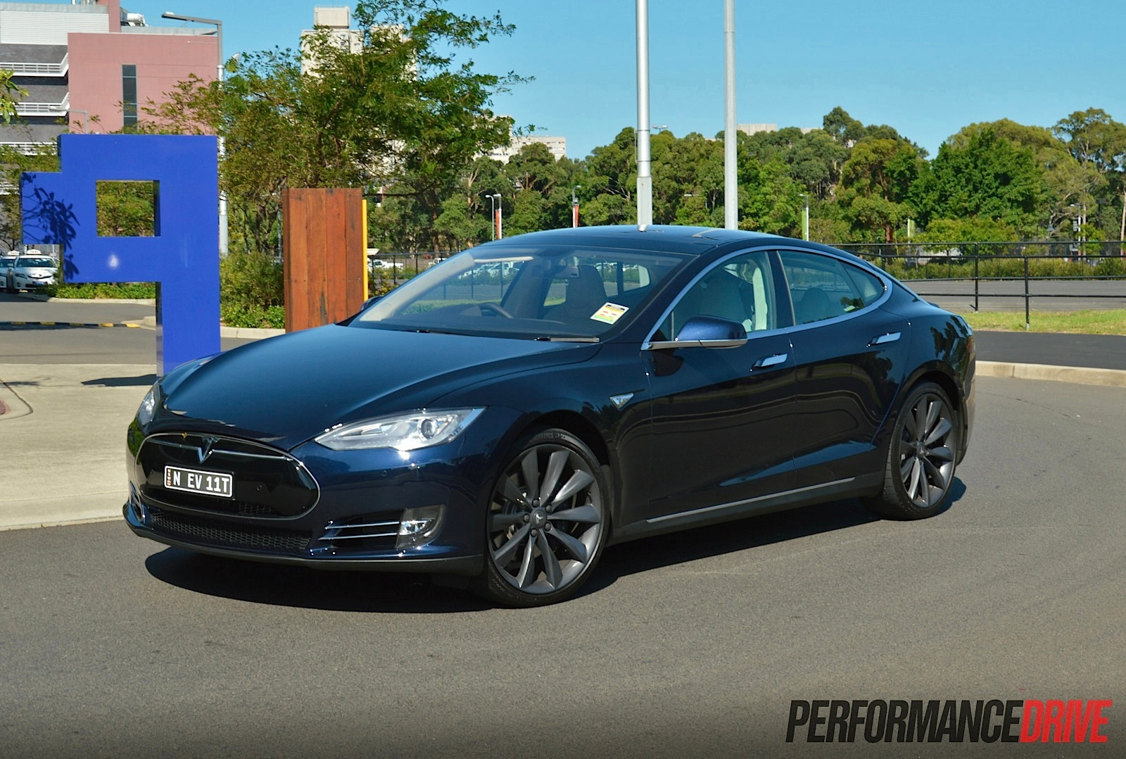 tesla model s p85 review video performancedrive. Black Bedroom Furniture Sets. Home Design Ideas