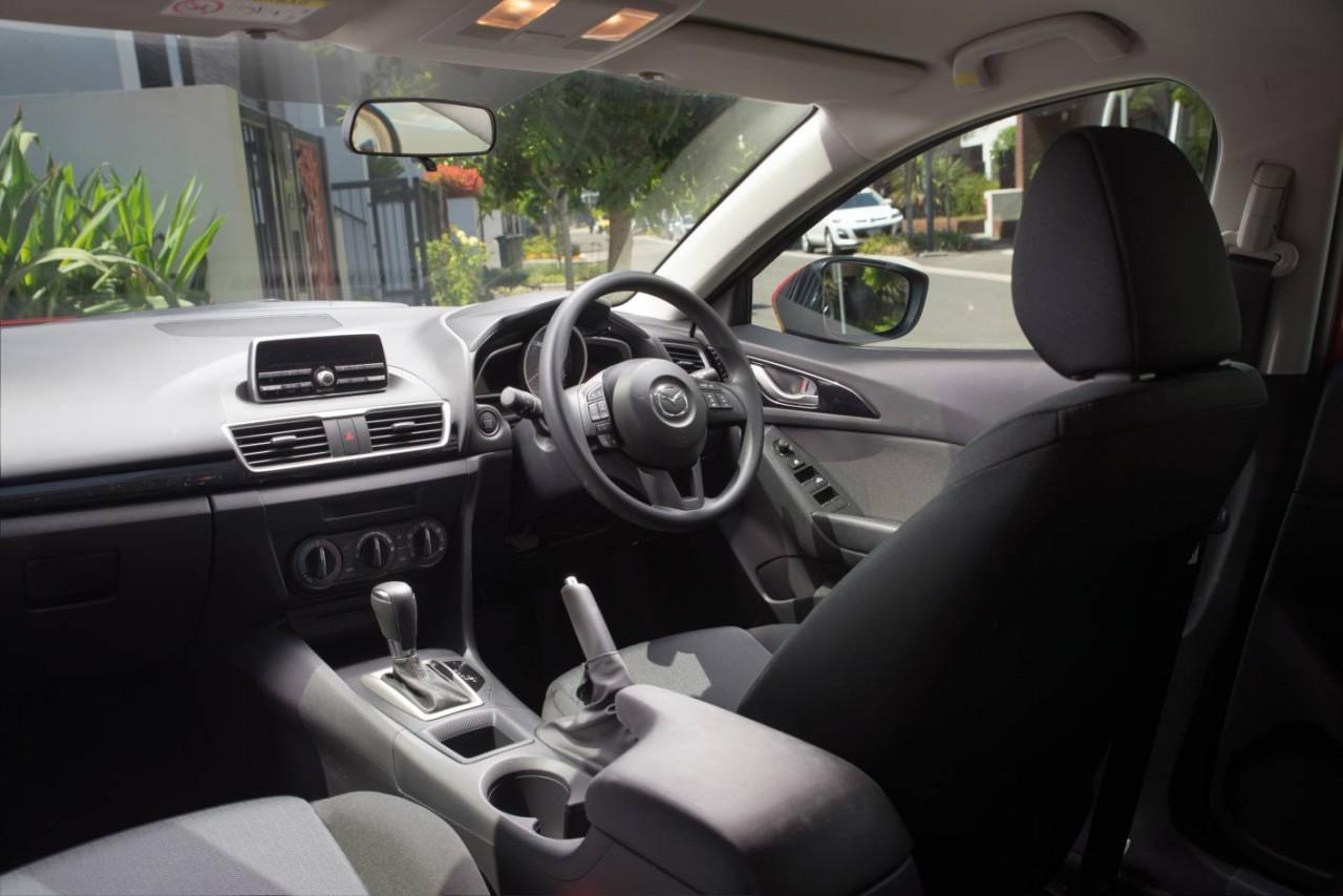 2015 Mazda3 Neo Interior