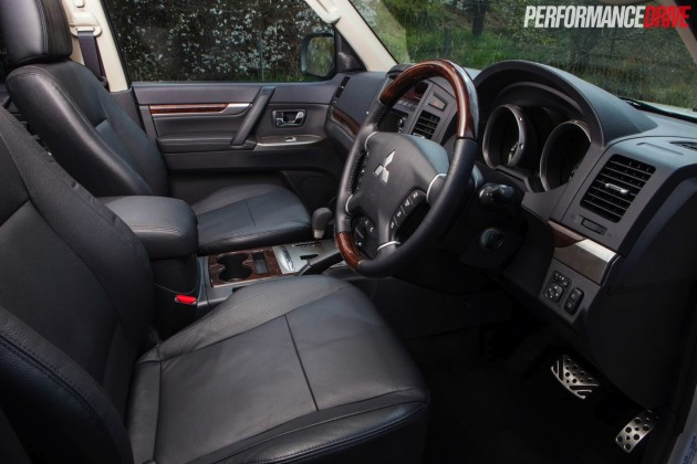 2015 Mitsubishi Pajero Exceed interior