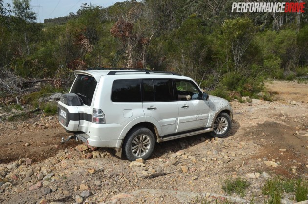 2015 Mitsubishi Pajero Exceed off road hill descent