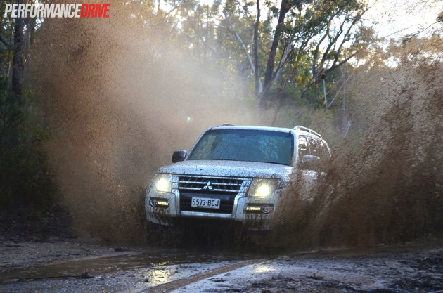 2015 Mitsubishi Pajero Exceed off road mud puddle