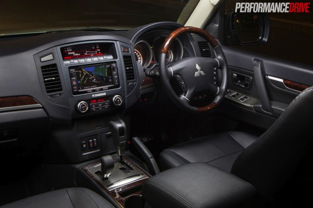 2015 Mitsubishi Pajero Exceed trim