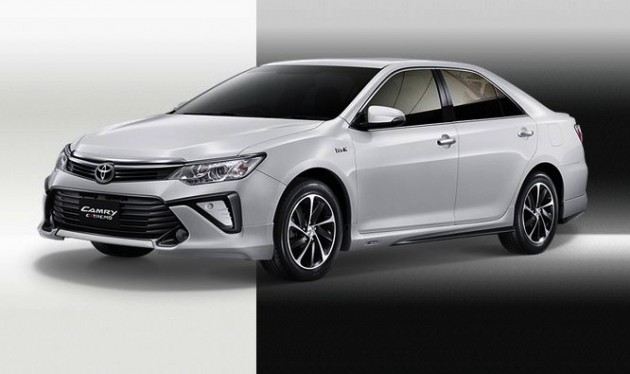 2015 Toyota Camry Extremo-white