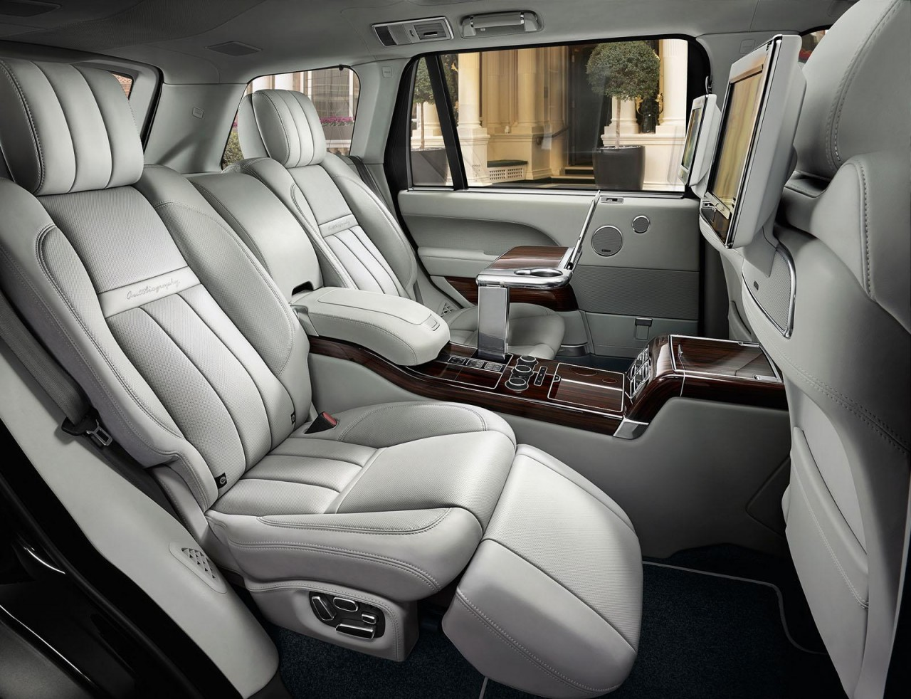 range rover svautobiography revealed new super luxury variant performancedrive. Black Bedroom Furniture Sets. Home Design Ideas