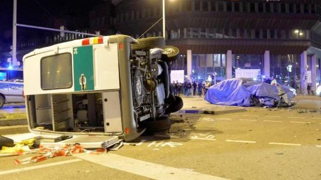 2016 BMW 7 Series prototype police crash