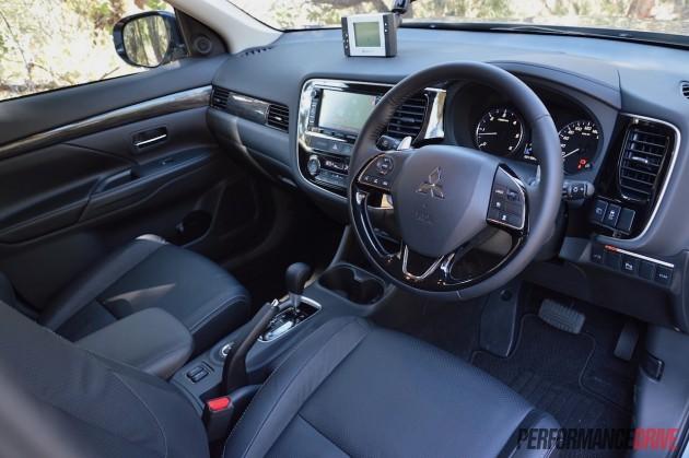 2016 Mitsubishi Outlander Exceed interior