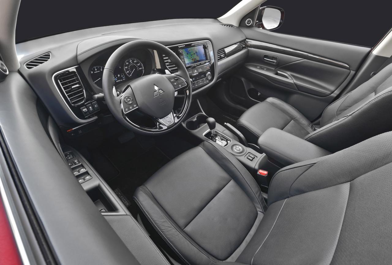 New look 2016 mitsubishi outlander revealed performancedrive - Mitsubishi outlander 2016 interior ...