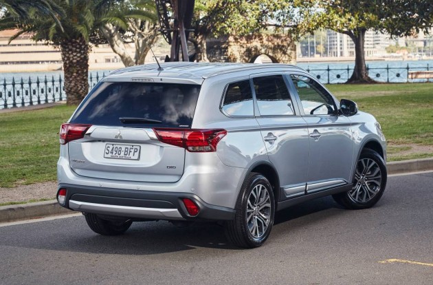 2016 Mitsubishi Outlander-rear