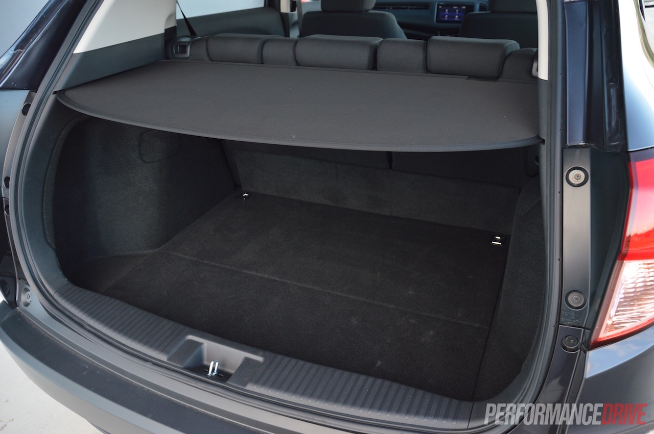 2015 honda hr v vti review video performancedrive for Honda hrv cargo space