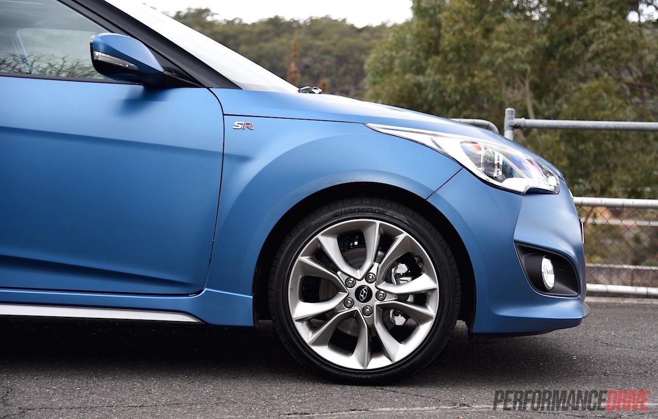 2015 Hyundai Veloster SR Turbo series II review video