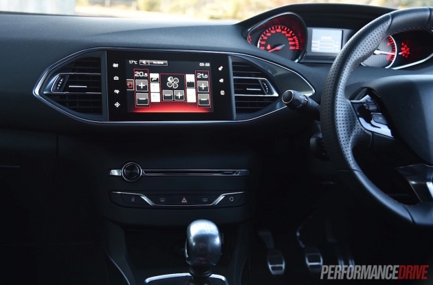 2015 Peugeot 308 GT-touchscreen