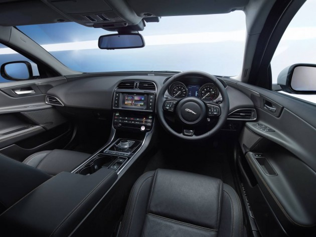 Jaguar XE Prestige-interior
