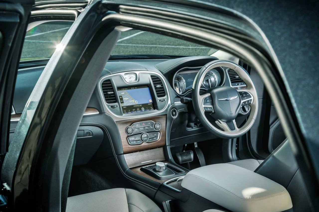 2015 chrysler 300c facelift on sale in australia from. Black Bedroom Furniture Sets. Home Design Ideas