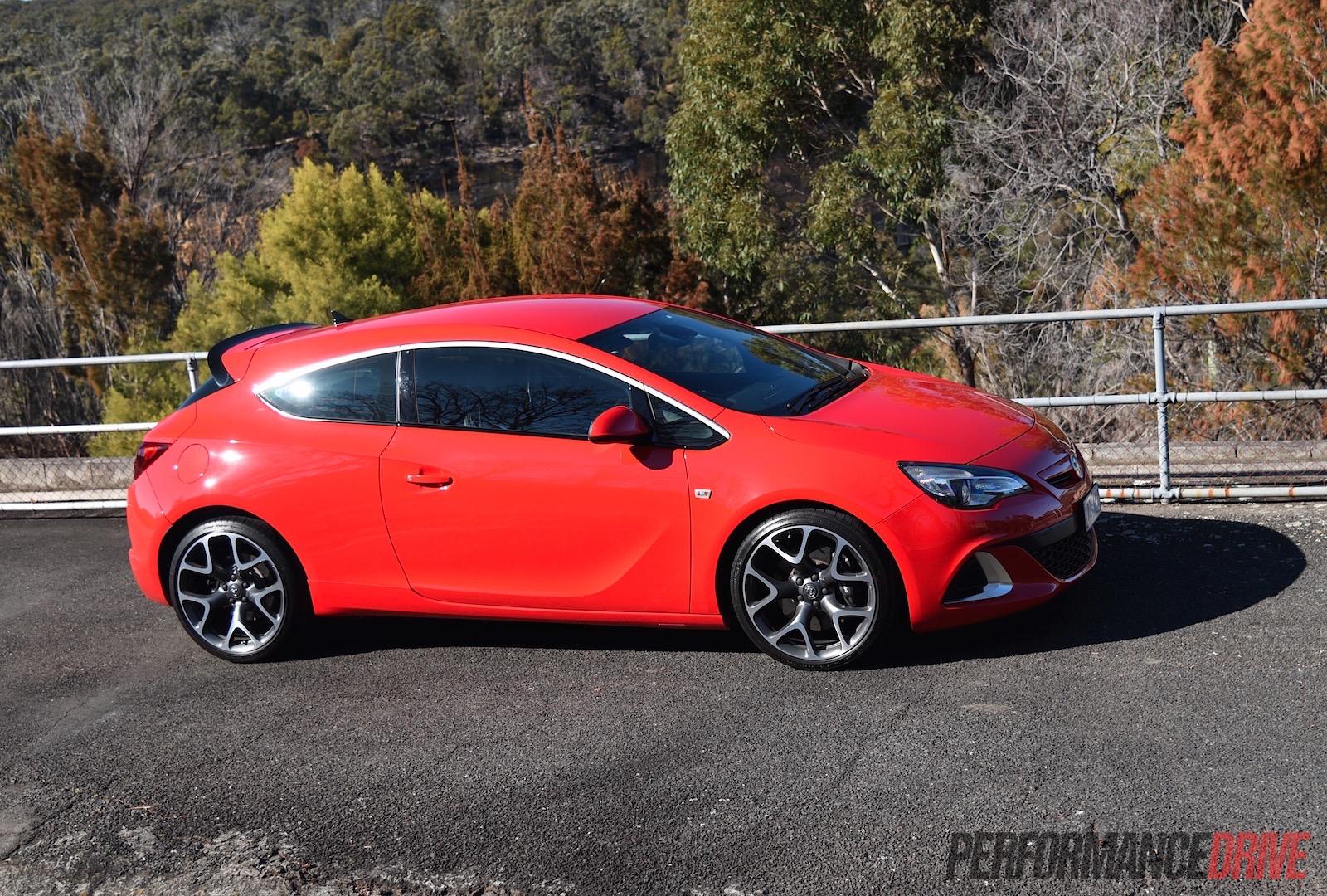 2015 Holden Astra VXR review (video) | PerformanceDrive