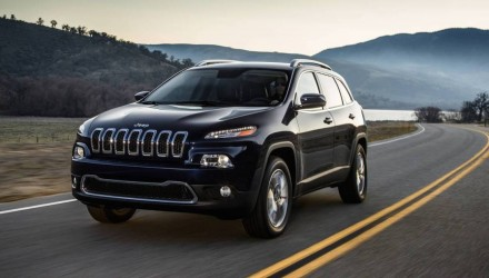 Jeep Cherokee vulnerable to remote hacking, USA only (video)