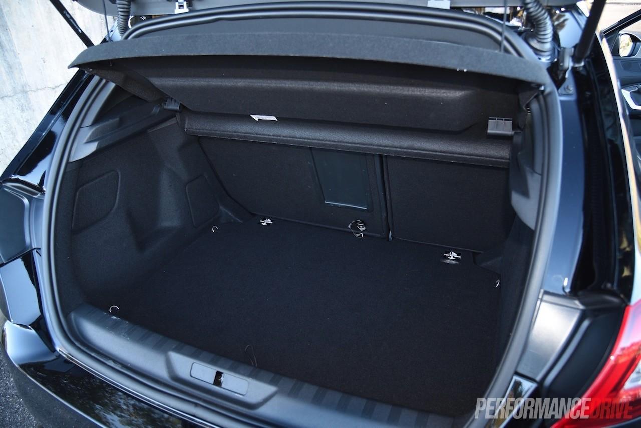 2015 Volvo V40 T5 vs Peugeot 308 GT: warm hatch comparison ...