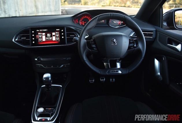 2015-Peugeot-308-GT-dash