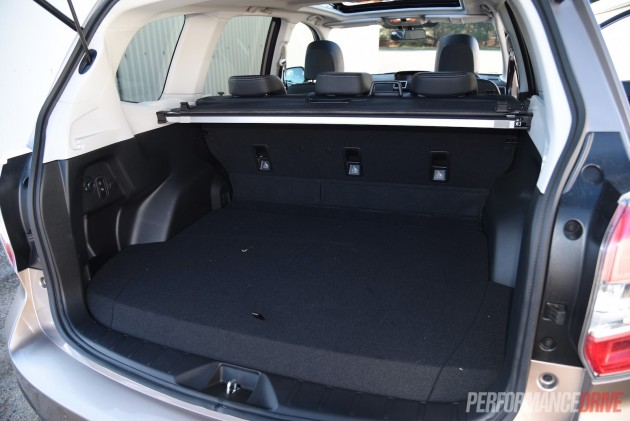 2015 Subaru Forester 2.0D-S-cargo space