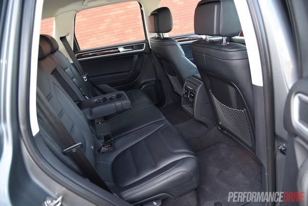 2015 Volkswagen Touareg V6 TDI-rear seats