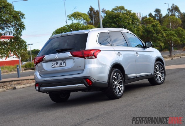 2016 Mitsubishi Outlander XLS DiD-rear
