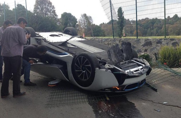 BMW i8 crash-roll