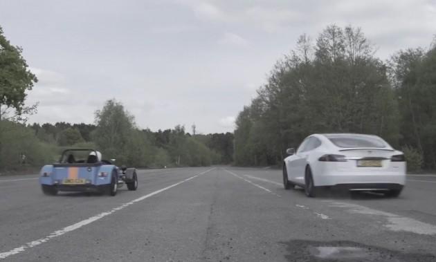 Tesla Model S vs Caterham 620R