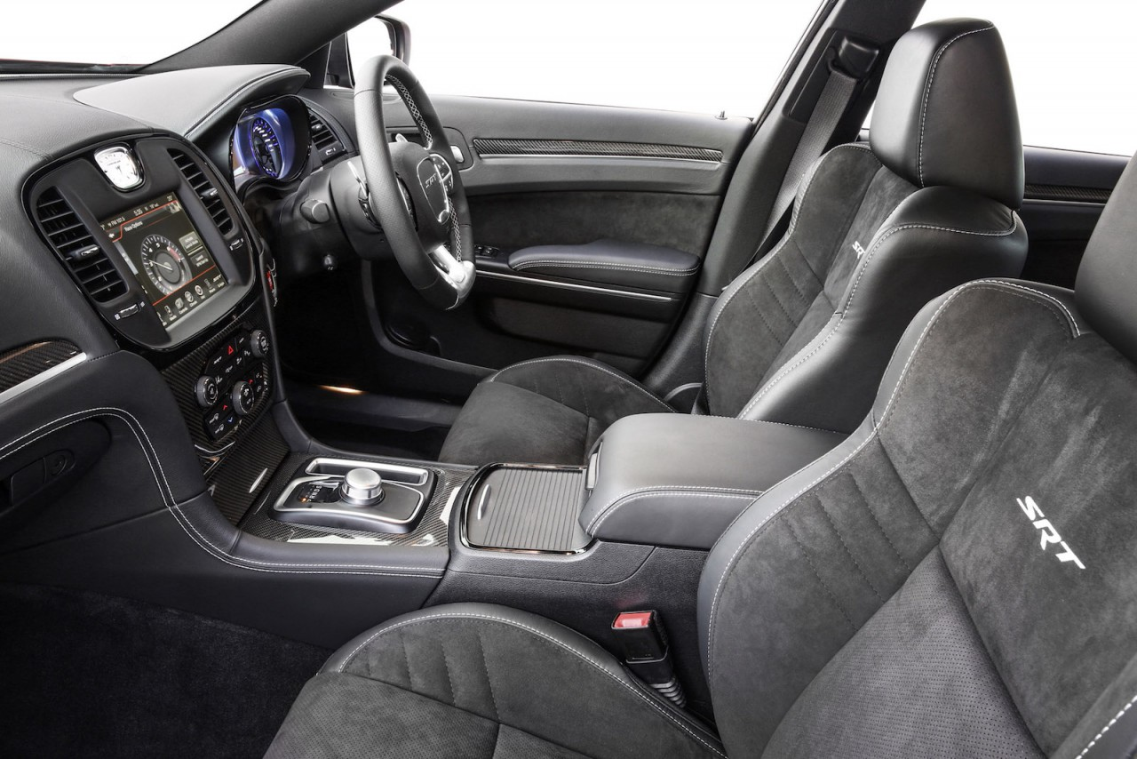 2015 chrysler 300 srt on sale in australia gets 8spd auto. Black Bedroom Furniture Sets. Home Design Ideas
