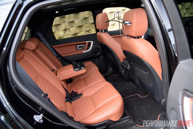 2015 Land Rover Discovery Sport HSE-rear seats