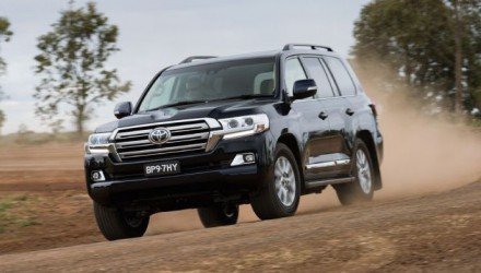 2016 Toyota LandCruiser revealed, on sale in October
