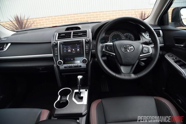 2015 Toyota Camry SX-dash