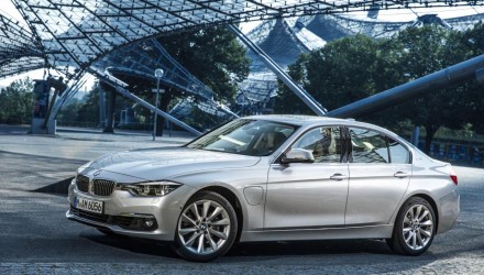 BMW 330e plug-in hybrid unveiled, uses 2.1L/100km