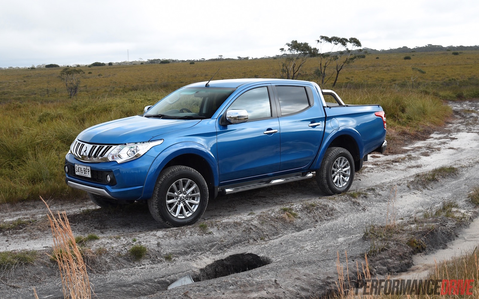 2016 mitsubishi triton review gls exceed video. Black Bedroom Furniture Sets. Home Design Ideas
