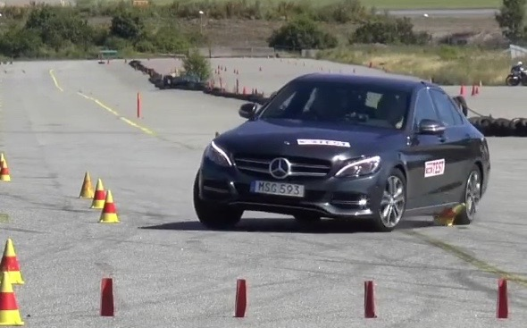2015 Mercedes-Benz C-Class moose test