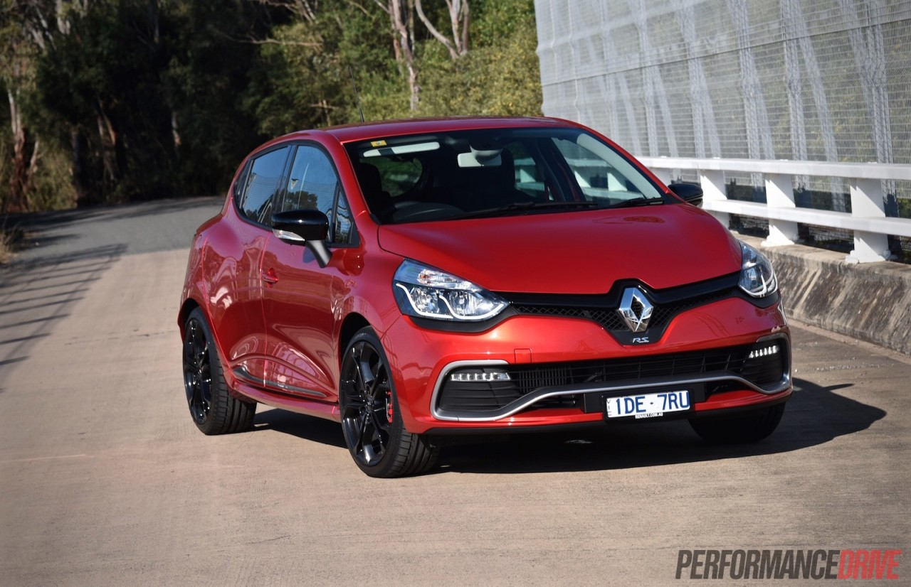 2015 renault clio r s 200 cup review video performancedrive. Black Bedroom Furniture Sets. Home Design Ideas