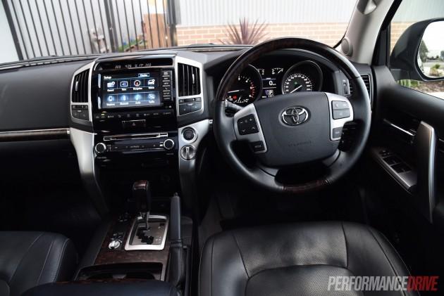 2015 Toyota LandCruiser Sahara-dash