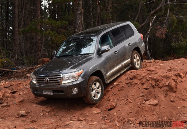2015 Toyota LandCruiser Sahara-dirt