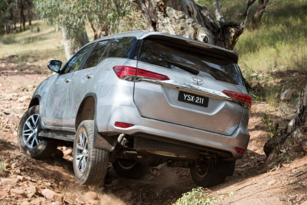 2016 Toyota Fortuner-wheel lift