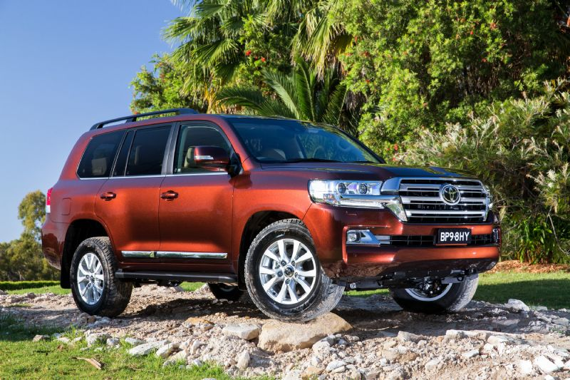 2016 TOYOTA LAND CRUISER LIFTED